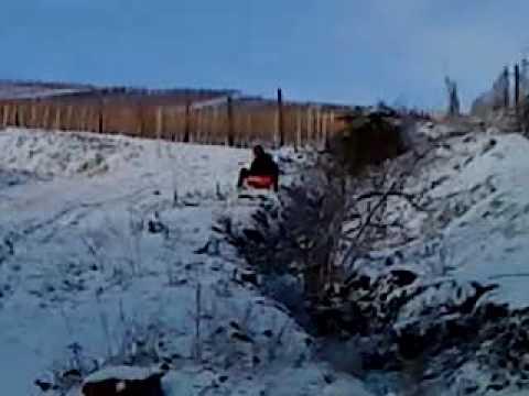 ski snow luge crash dans le ravin
