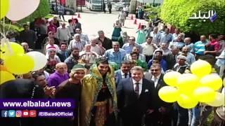 استقبال رئيس جامعة بنها الجديد بالزغاريد والورود.. فيديو وصور