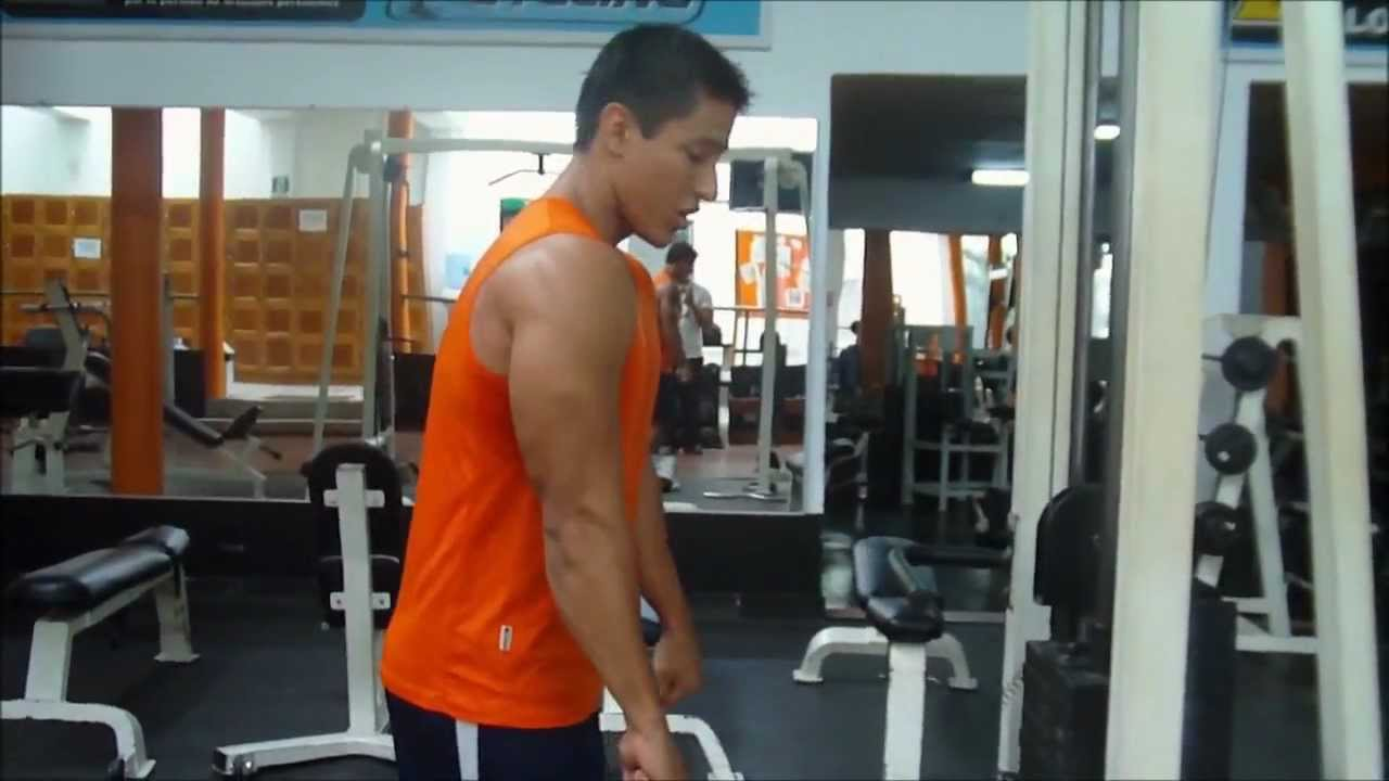Triceps polea alta con cuerda