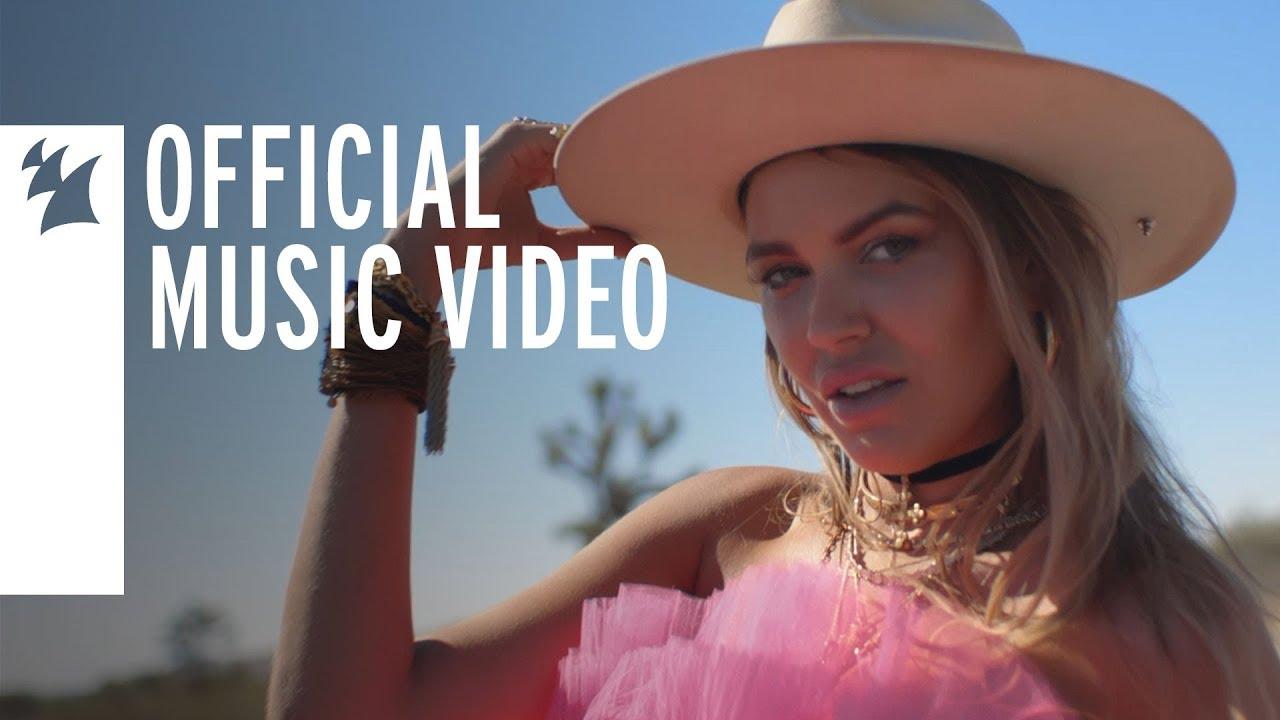 Bella Hunter - Deja Vu (Official Music Video)