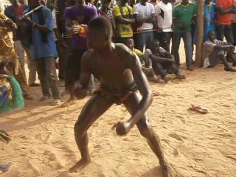 lutteurs a Sindian,  Casamance