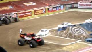 Grinder Vs Bad Habit Advance Auto Parts Monster Jam 1st Round Qualifying Ford Field Det MI 01/08/11(Advance Auto Parts Grinder Vs. Bad Habit Advance Auto Parts Monster Jam 1st Round Qualifying Ford Field Detroit Michigan 01/08/11., 2011-01-11T00:54:04.000Z)