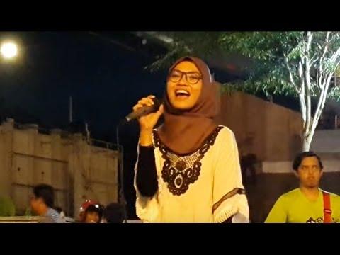 rela-Gadis ayu berbakat  feat retmelo buskers cover Tila