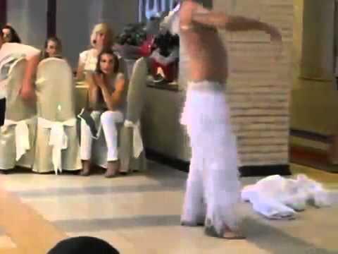 Смотреть как парень танцует стриптиц фото 459-937