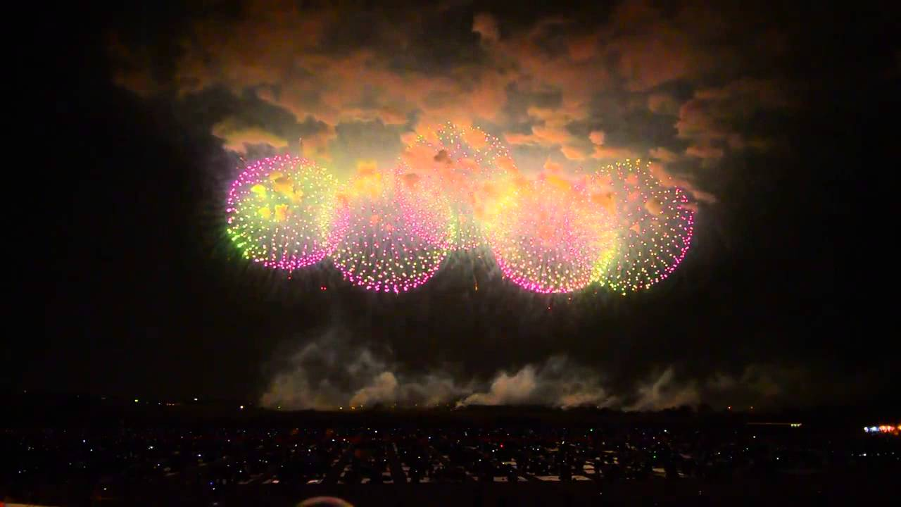 World's Biggest Firework Shell Goes Off During Fireworks Show