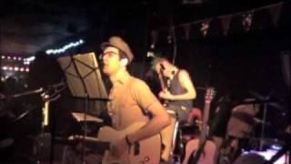 Vaseline (Vazaleen) March 30, 2001 - The Hidden Cameras perform Mild Mannered Army