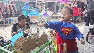 Drama Superhero Menyelamatkan Burung Kecil dari Pedagang Hewan Peliharaan