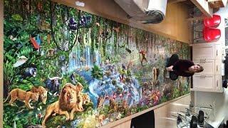 Девушка собрала большой пазл, состоящий из 33 600 фрагментов.