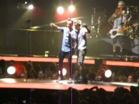McBusted- I Want You Back and t-shirt tennis LIVE