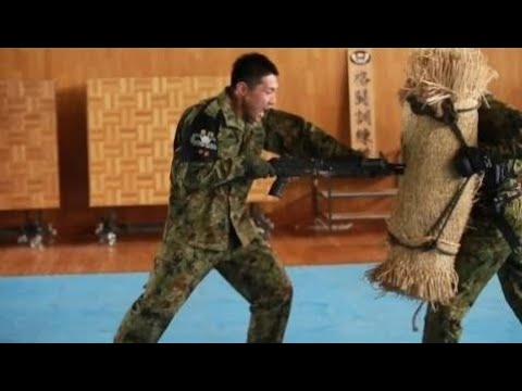 Japanese Soldiers Demonstrate Bayonet Techniques To US Marines | Military News