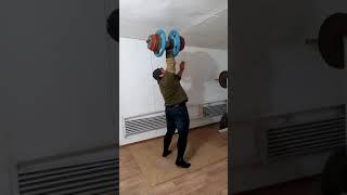 Толчок гантели 100 кг на 10 раз