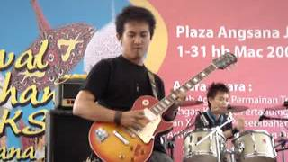 Paul guitar solo in 2006 Angsana Battle of The Band