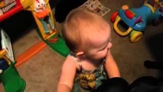 Видео   Малышка с детства любит музыку   Видеоролики на Sibnet