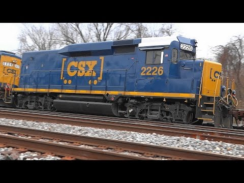 CSX Q415-26 With New ET44AH & Old GP30 Road Slug