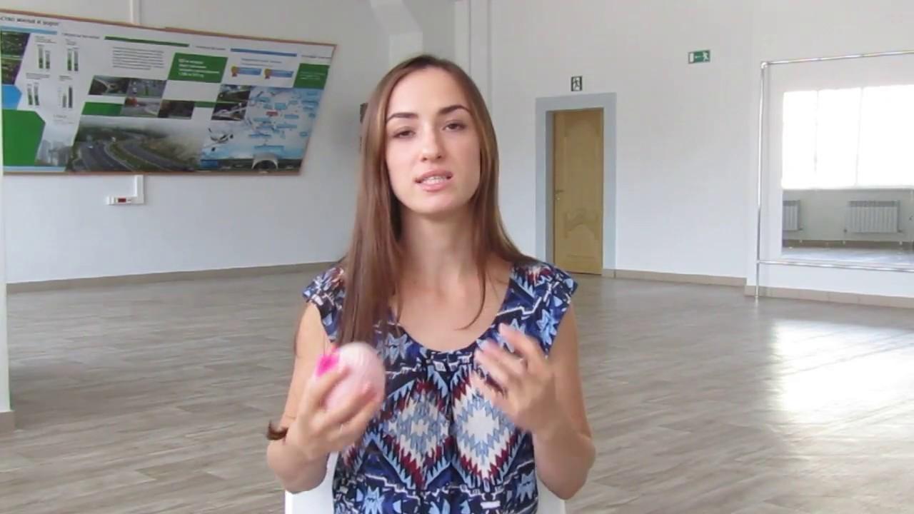 devushka-slivaet-molokom-video