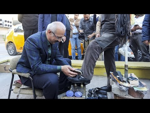 Bakan Elvan boya sandığında ayakkabı fırçaladı