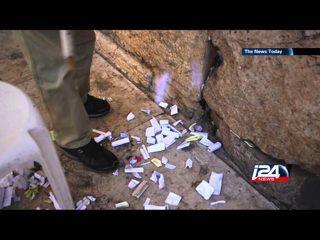 Spring cleaning at the Western Wall