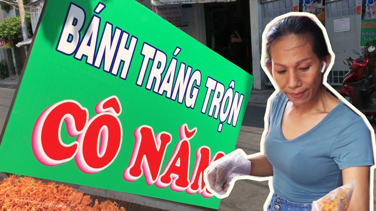 Cô Năm – Bánh tráng trộn đắt khách NHẤT Sài Gòn – Nói chuyện cực dễ thương – 7 phục vụ không xuể
