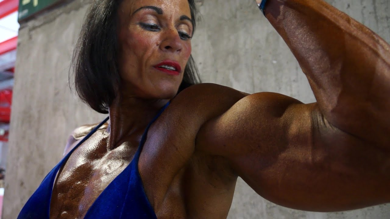 how to get defined muscles female