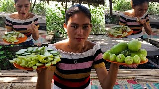 how to make delicious mango for eat,Sokheang eating tamarind with salt so delicious