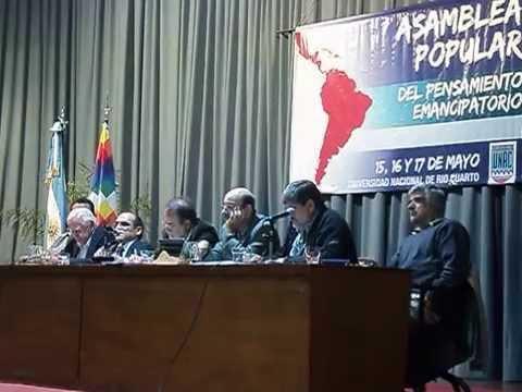 José María Rinaldi habla en la Asamblea Popular del pensamiento emancipatorio
