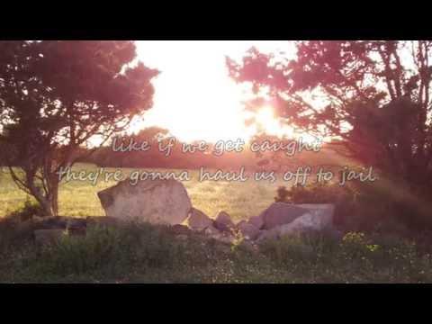 Brad Paisley - Moonshine in the Trunk (with lyrics)