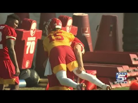 Chiefs Kelce Back At Practice After Ankle Surgery Mahomes Couldn T Be Happier