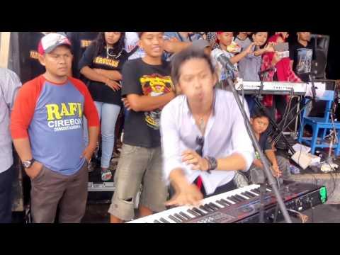 Penampilan Perdana RAFI DA4 dengan grup band Reggaenya RUMPUT LAUT