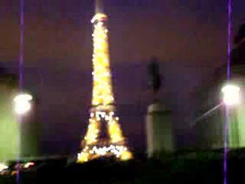 Nizar regarde Paris  : Eiffel etincellante