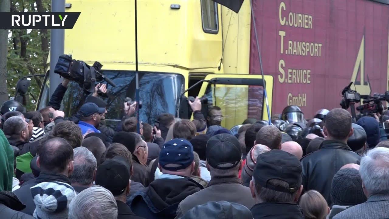 На «майдане реформ» в Киеве произошли потасовки между протестующими и полицией