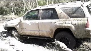 Nissan Pathfinder vs Toyota 4Runner mudding