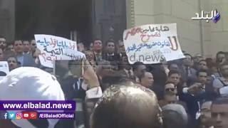 وقفة للمحامين أمام القضاء العالى احتجاجا على قانون القيمة المضافة .. فيديو