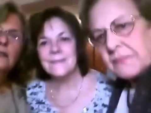 Mirá el intento fallido de cuatro mujeres que intentan sacarse una selfie