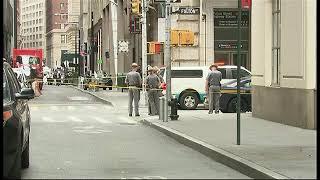 Investigan paquetes sospechosos encontrados en una estación del metro de Nueva York.