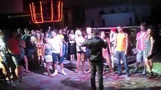 Николаевские подростки совокуплялись на дискотеке в Коблево за 200 гривен (18+)(Роза ветров в Коблево., 2013-08-01T11:49:13.000Z)