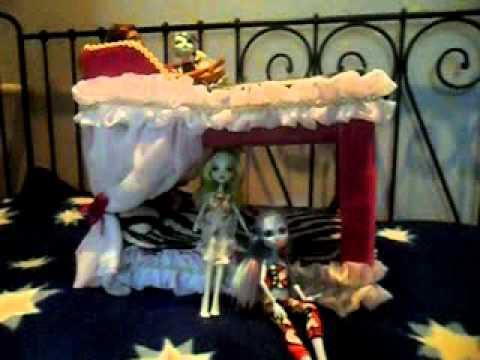 видео: как сделать кровать сразу для 4 кукол))))))))