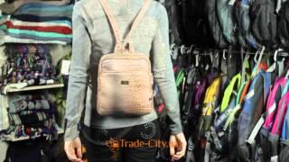 Женский небольшой рюкзак бежевого цвета ETERNO ETMS35240-12(0:05 Общий вид сумки. 0:36 Обзор внутренней части. Горячим зноем дохнет на Вас «рептилий» принт этого небольшог..., 2015-12-21T21:28:52.000Z)