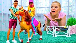 Мыже подруги! Барби свалилась с лошади! Видео для девочек про Куклы Барби иКен