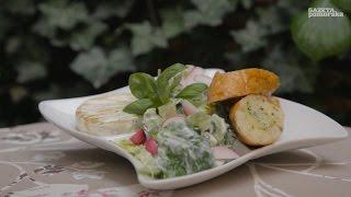 Przepis na grilla #9: Grillowe śniadanie – sałatka z dipem jogurtowo ziołowym,