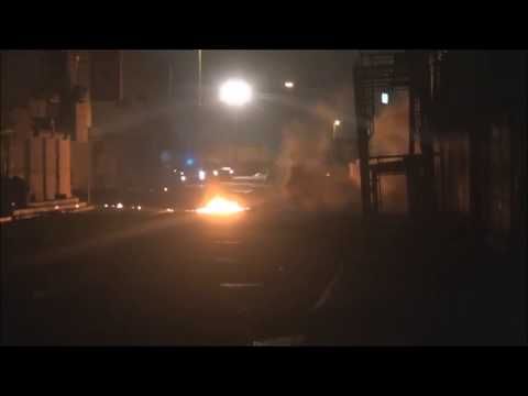 Bahrain : Protesters Resist Riot Police Armoured Vehicle and Defend Their Village From Them
