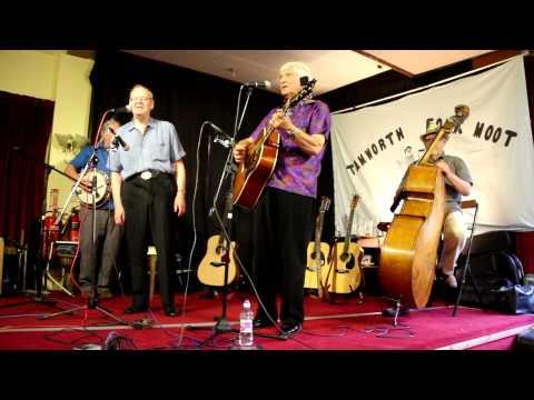 Spinners sing Manchester Rambler