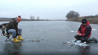 КАК ЛОВИТЬ ОКУНЯ ЗИМОЙ БЕШЕНЫЙ КЛЕВ РЫБАЛКА НА ОКУНЯ ЗИМОЙ 2021 Ловля окуня со льда на мормышку