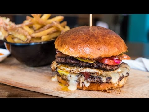 Bhutan Travel and Food - HUGE Burger in Thimphu! (Day 4)