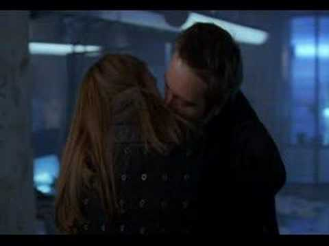 Alias  Sydney and Vaughn first Kiss