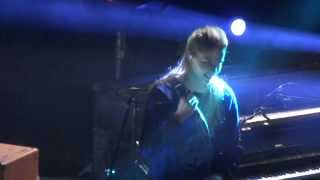 London Grammar - Metal And Dust (HD) Live In Paris 2014