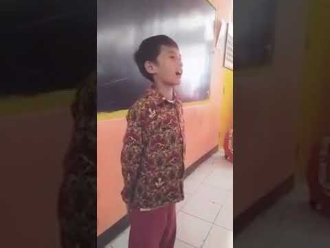 Suara Emas Anak Kecil Menyanyikan Lagu Ayah Ku Kirimkan Doa , Bikin Merinding Suaranya Izal