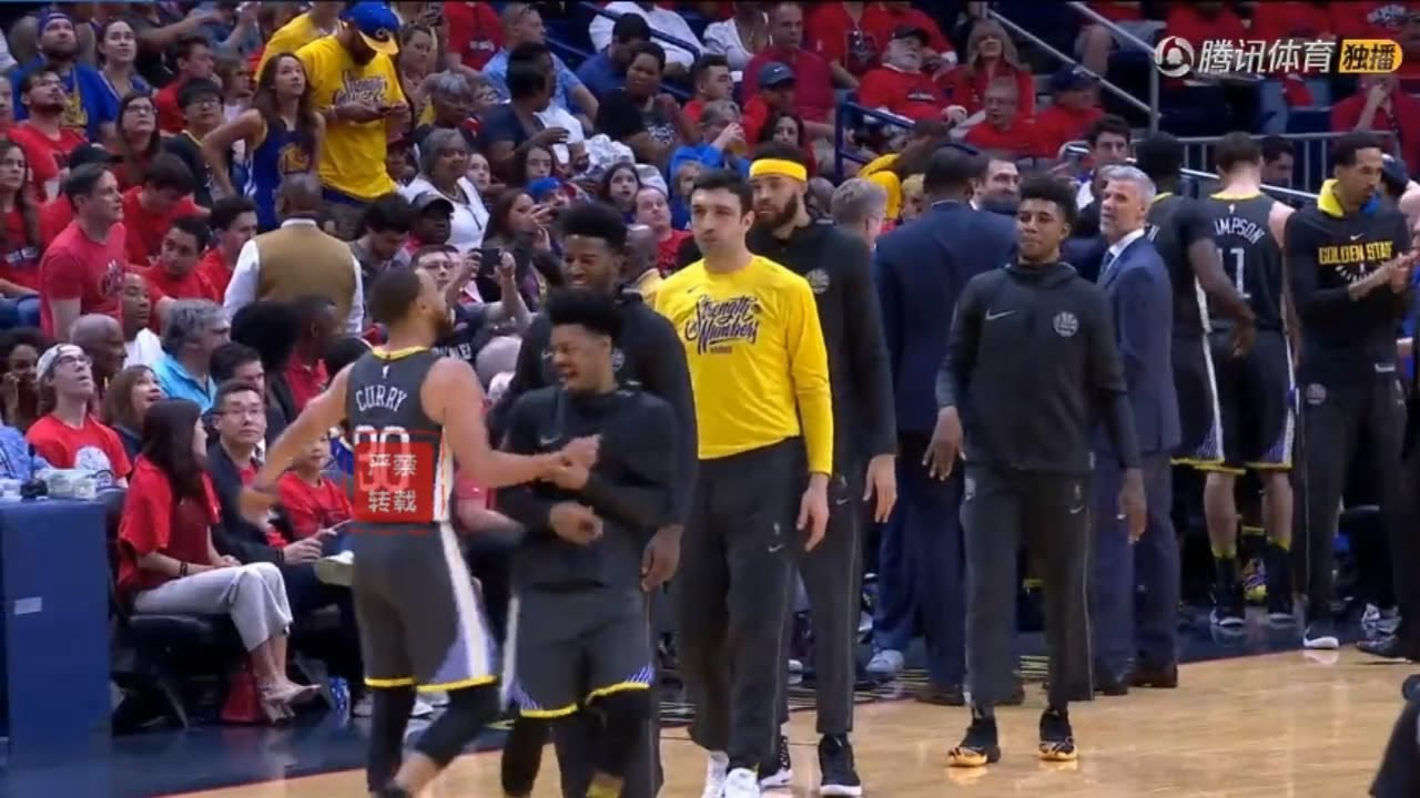 Stephen Curry And Quinn Cook Having Too Much Fun During The Timeout!