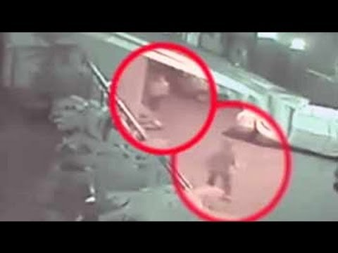 Woman stabbed to for resisting robbery in Delhi - YouTube