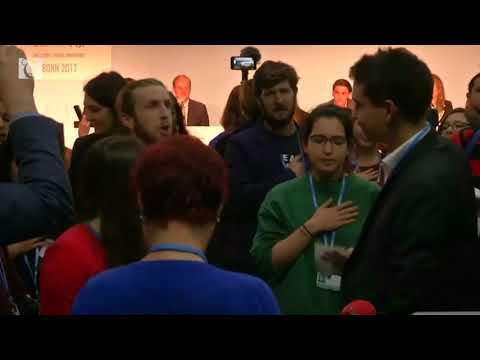 Singing protesters interrupt U.S. pro-coal event at U.N. climate talks