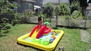 видео Надувной бассейн с горкой